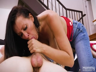 Мастурбация и оральный секс с шикарной мамкой