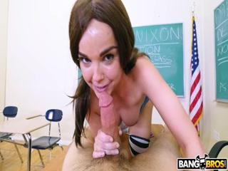 Учитель трахает девушку после уроков, за плохое поведение
